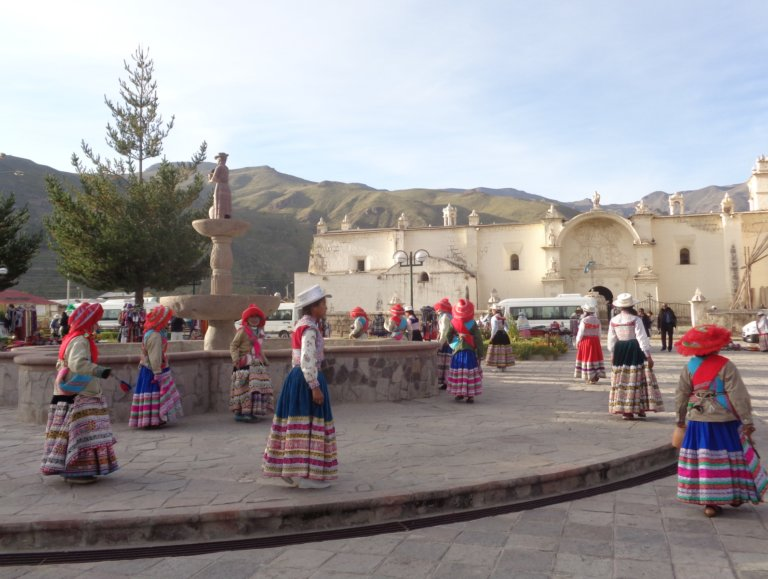 Dancing children in Yanque